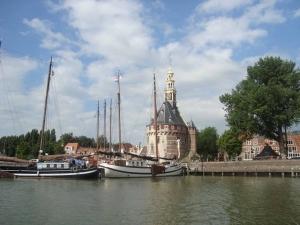 Zeilen met huurboot op het Markermeer met IJsselmeerzeilers naar Hoorn