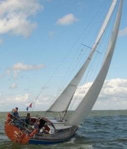Zeiljacht huren zeilen met Altair over het IJsselmeer met IJsselmeerzeilers
