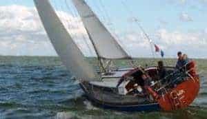 Zeiljacht huren zeilen over het IJsselmeer met IJsselmeerzeilers